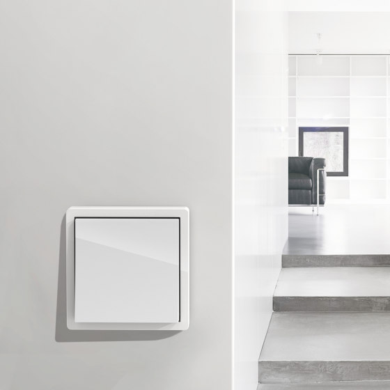 F100 | Pure white glossy by Gira