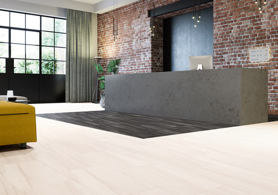 Layred 55 | Blackjack Oak 22246 by IVC Commercial