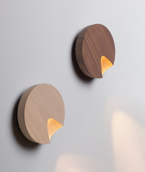 Dots 4662 wall lamp by Vibia