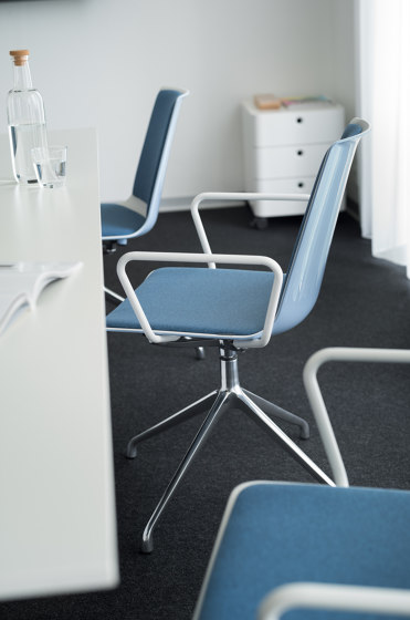 nooi conference chair by Wiesner-Hager