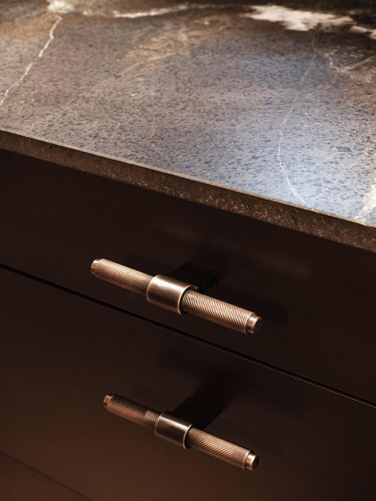 Furniture Handle WCM1 | The T Brass bronzed by Craftvoll