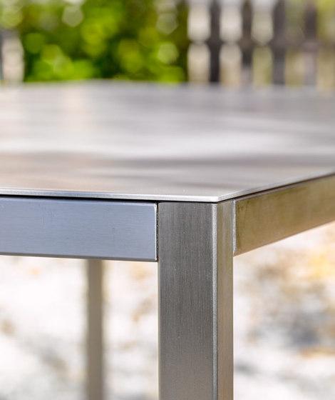 Table at_07 di Silvio Rohrmoser