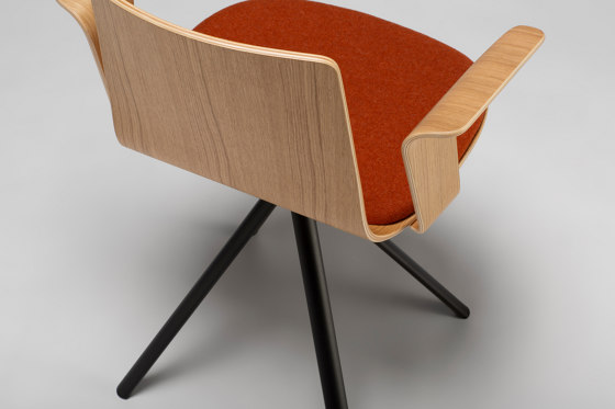 Lottus Wood Stool di ENEA