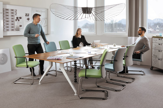 4.8 four point eight Table di Steelcase