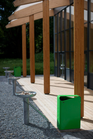 Dialog bench by Vestre