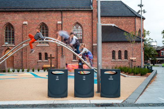Urban waste container by Vestre
