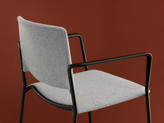 Ema sledge chair with close backrest by ENEA