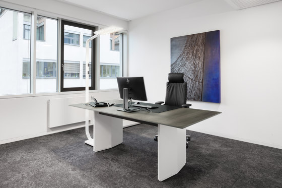 Pace office table by RENZ