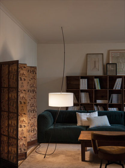 Totora | Floor lamp by Carpyen