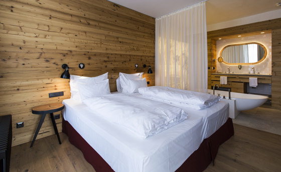 ELEMENTs  Galleria Reclaimed wood extreme de Admonter Holzindustrie AG