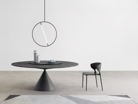 Clay ovale table by Desalto