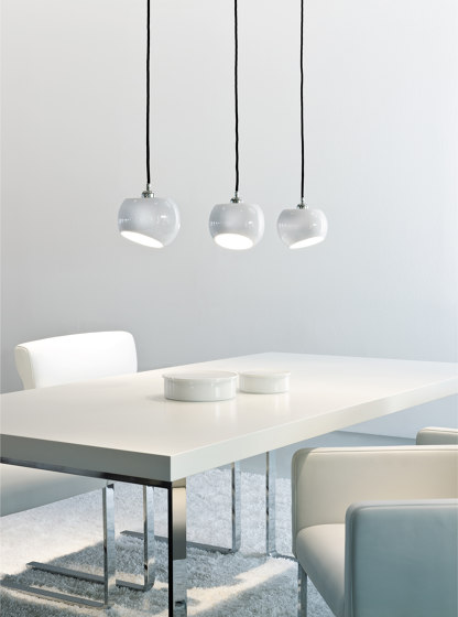 White Moons 2 Wall Lamp di Licht im Raum