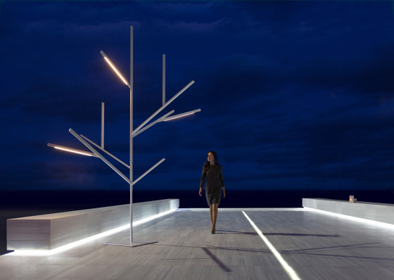 Blau XS1 Outdoor Tree Lamp by GANDIABLASCO