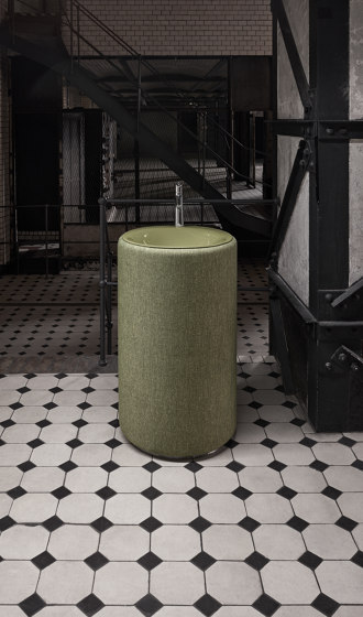 BetteLux Oval Couture Free-standing washbasin by Bette