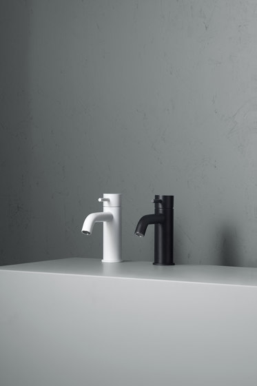 Source | Stainless steel Wall mounted external mixer set by Quadrodesign