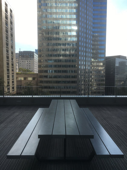Cassecroute Table Concrete by CASSECROUTE