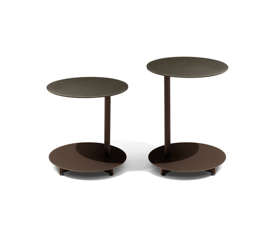 Apsara Low Round Table by Giorgetti
