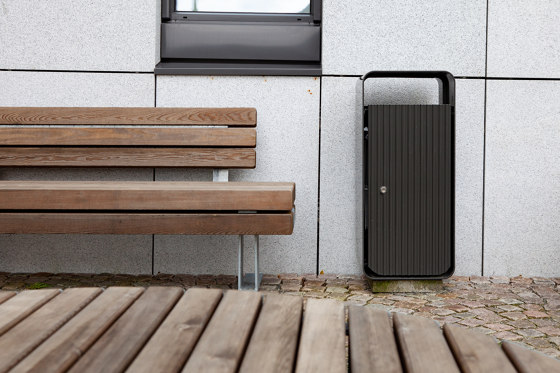 Kong bench by Vestre