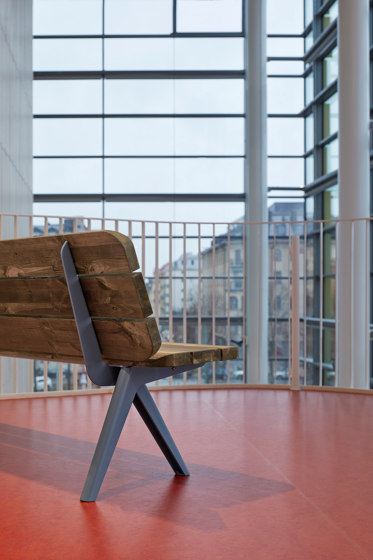 Nunu bench & table by Vestre
