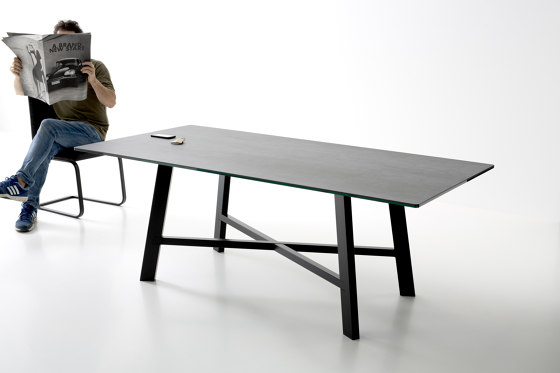 Thor Ø130 – Fixed table von Pointhouse