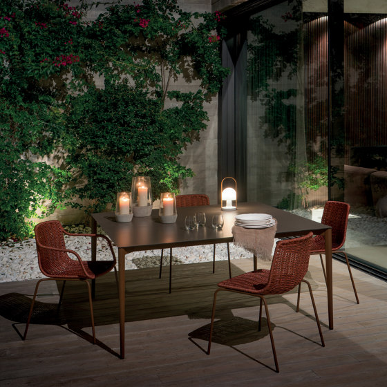 Nude round dining table di Expormim