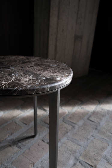 Side Table Round With Marble Top de Bensen