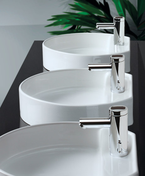 Lumino lavatory faucet L10i, with IR-Sensor, with mixing, without drain assembly de CONTI+