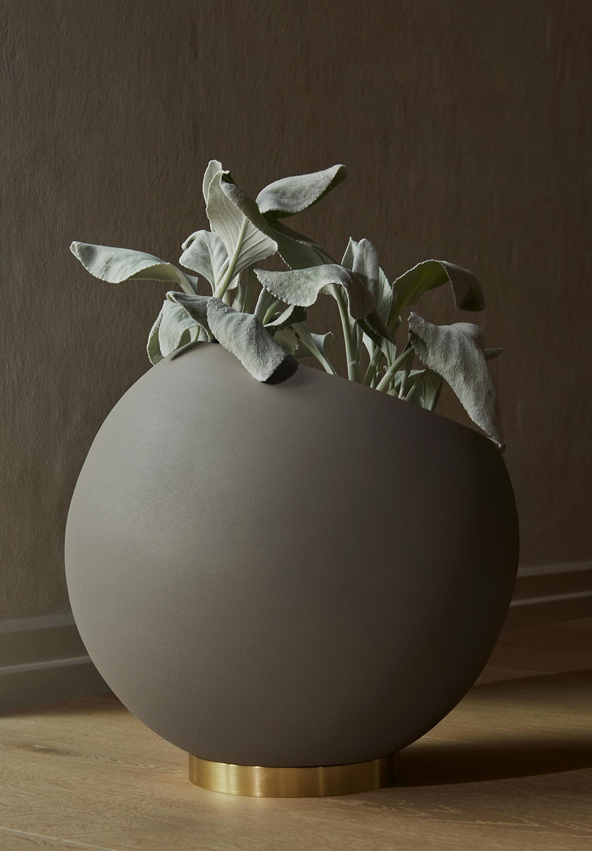 Globe Flower Pot Xl Vases From Aytm Architonic