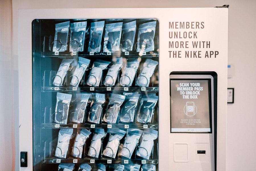 Teseo pureza falda  Nike by Melrose by Nike Live   Shop interiors