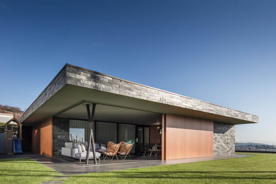 Fraiao House by Trama Arquitectos | Detached houses