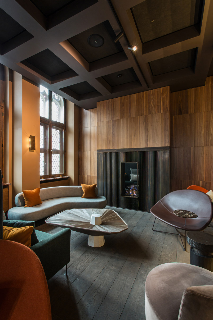 The Fourth, Tafelrond Hotel by Tacchini Italia | Manufacturer references