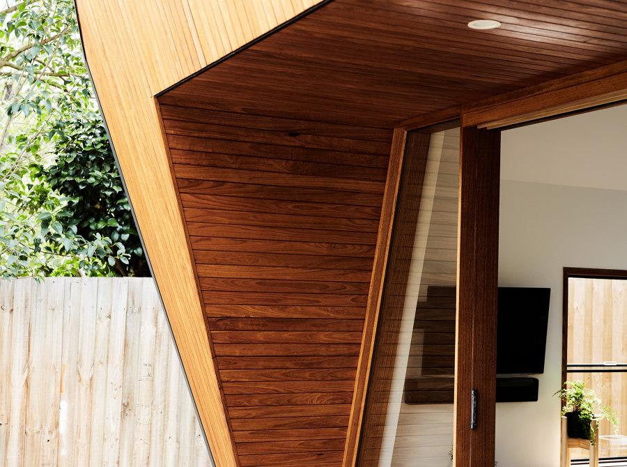 Split End House by Mártires Doyle | Detached houses