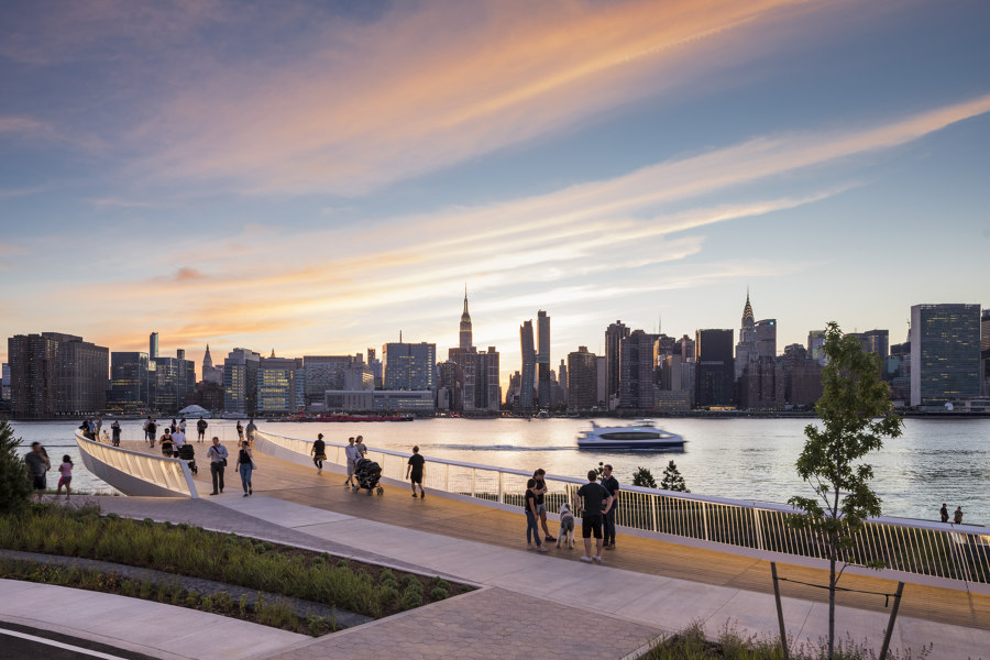 Hunter's Point South Waterfront Park Phase II von SWA/BALSLEY and WEISS/MANFREDI | Parks