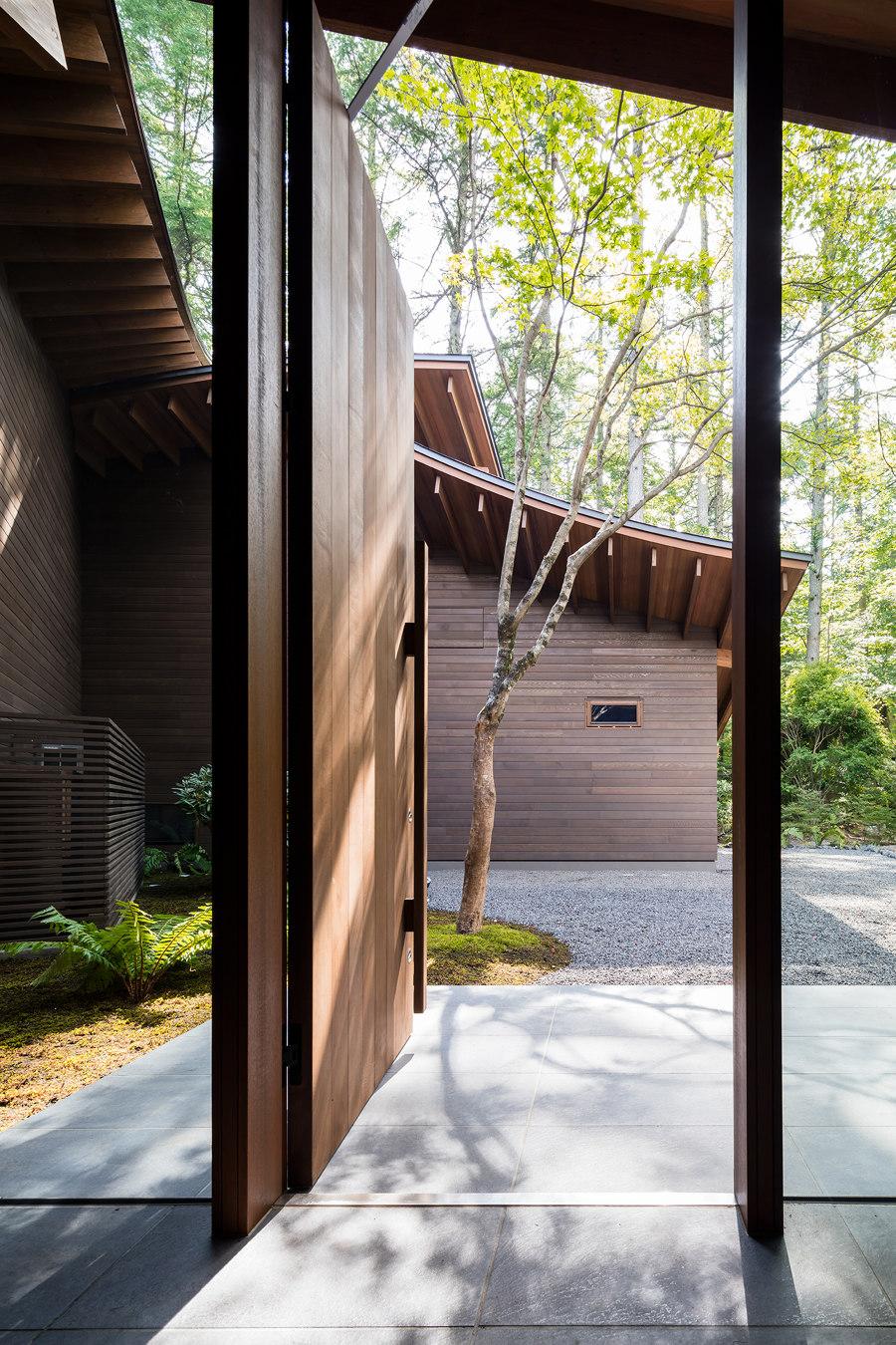 Four Leaves Villa by KIAS (Kentaro Ishida Architects Studio) | Detached houses