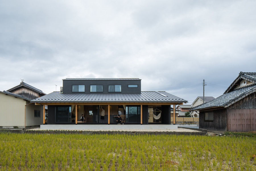 Terasho House by ALTS Design Office   Detached houses
