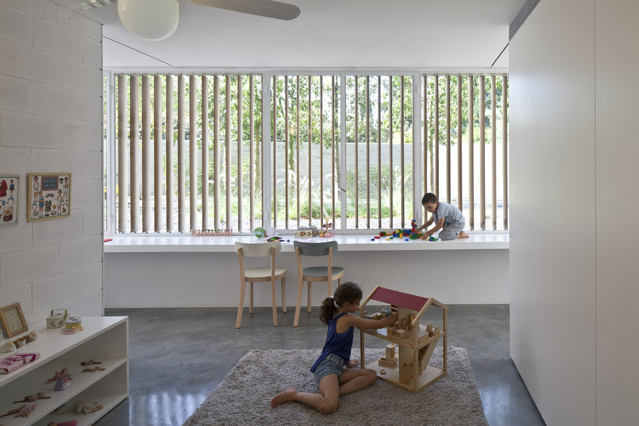 A House for an Architect by Pitsou Kedem Architects   Detached houses