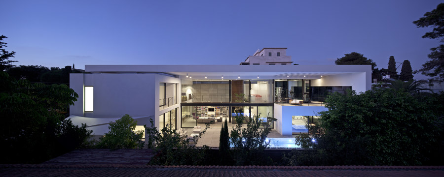 Contemporary Bauhaus on the Carmel by Pitsou Kedem Architects | Detached houses