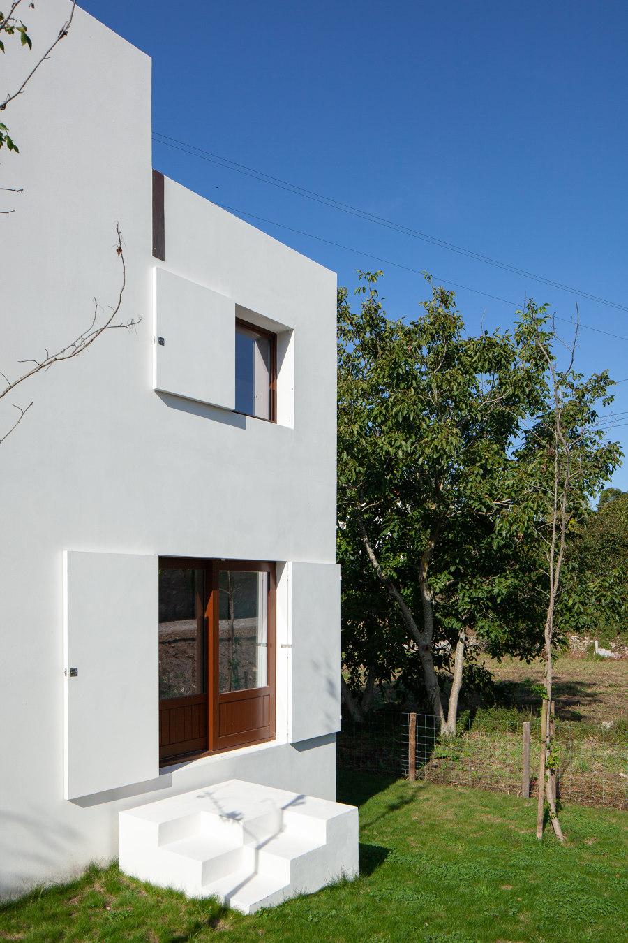 House in Afife by Guilherme Machado Vaz | Detached houses