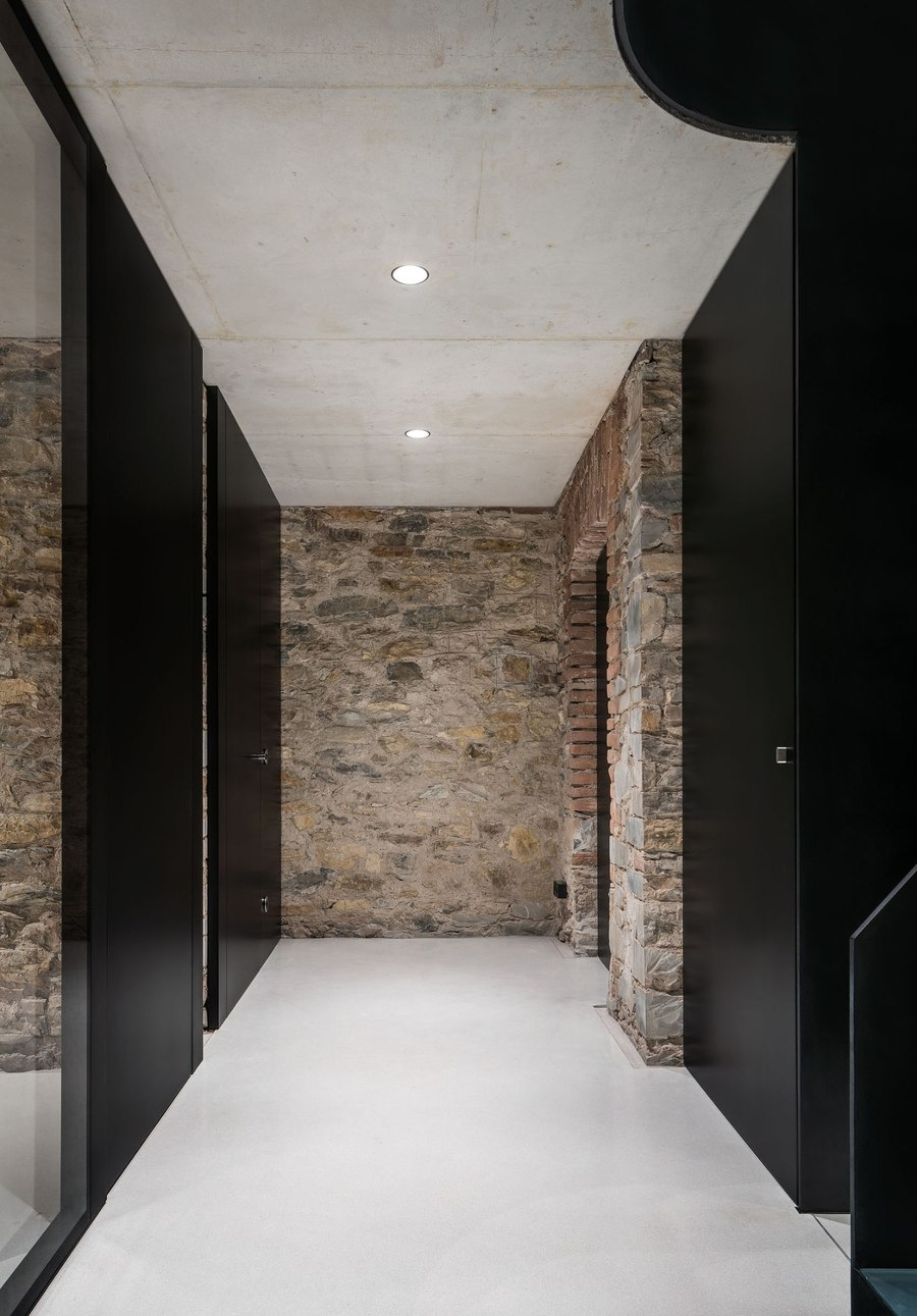 White Concrete Old House by I/O architects | Detached houses