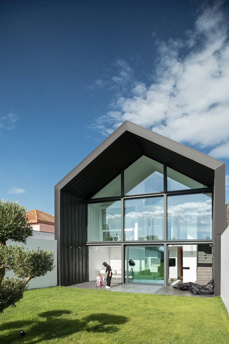Arch House by FRARI | Detached houses