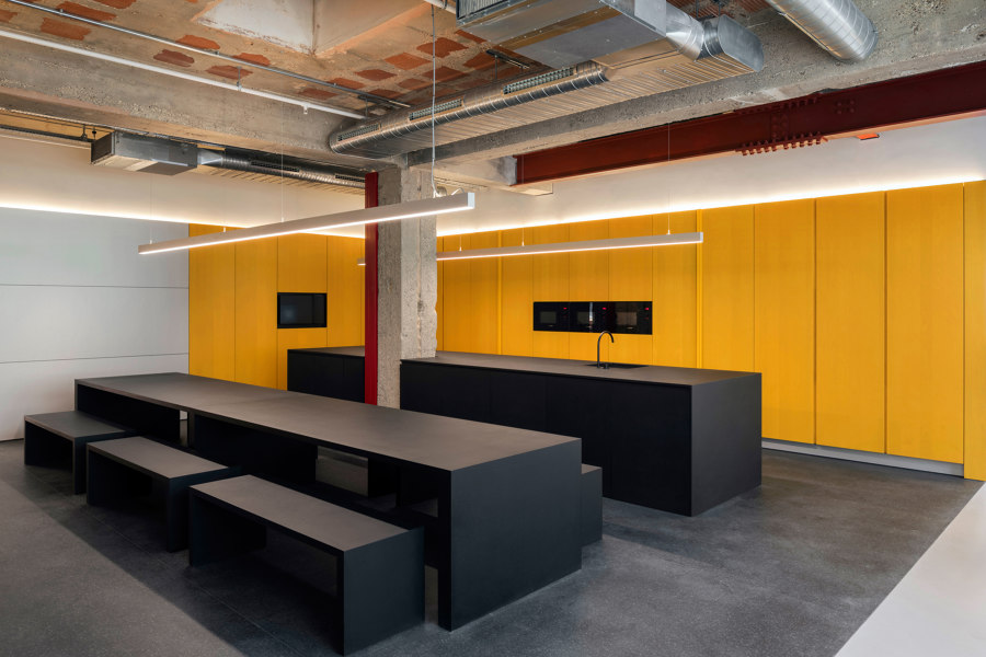 Selfridges Offices by Alex Cochrane Architects | Office facilities