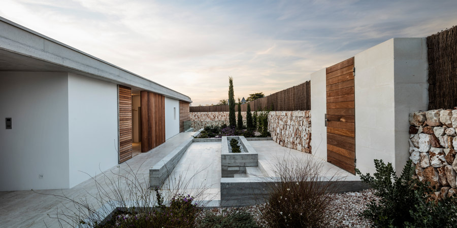 Casa E by Gabriel Montañés | Detached houses