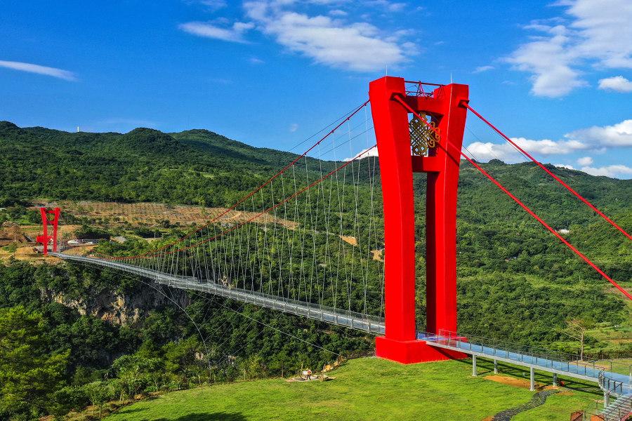 Glass Bridge in Huangchuan Three Gorges Scenic Area von UAD | Architectural Design & Research Institute of Zhejiang University | Brücken