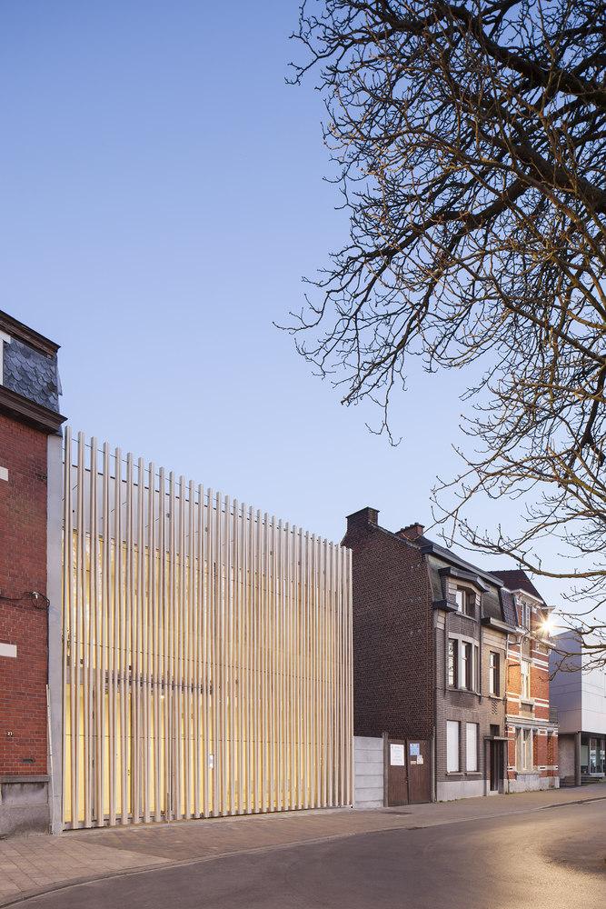 Puncture Medical Centre by Delmulle Delmulle Architecten   Hospitals