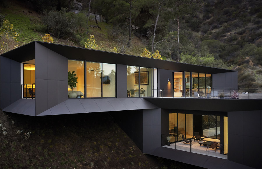 LR2 House by Montalba Architects   Detached houses