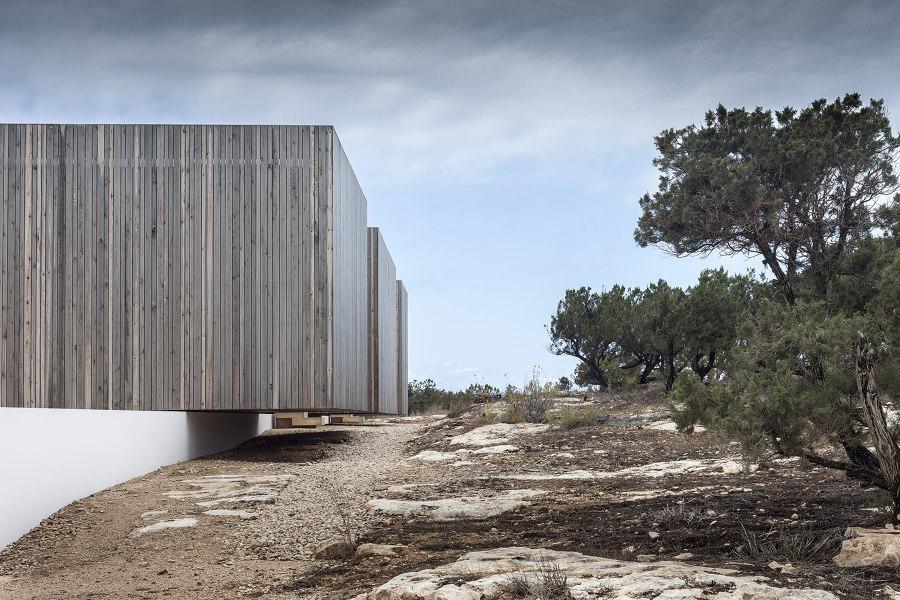Bosc d'en Pep Ferrer by Marià Castelló Architecture   Detached houses