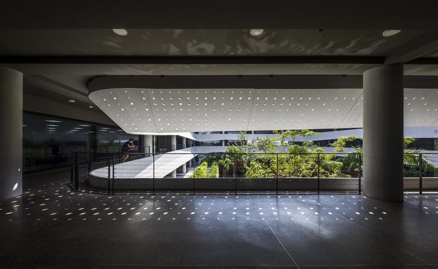 Concrete Waves by G8A Architecture & Urban Planning | Office buildings
