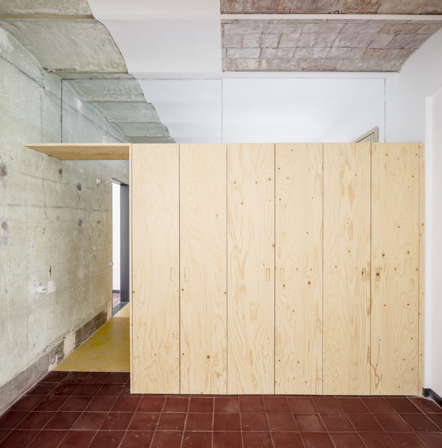 27+14 Apartment by Agora Arquitectura | Living space
