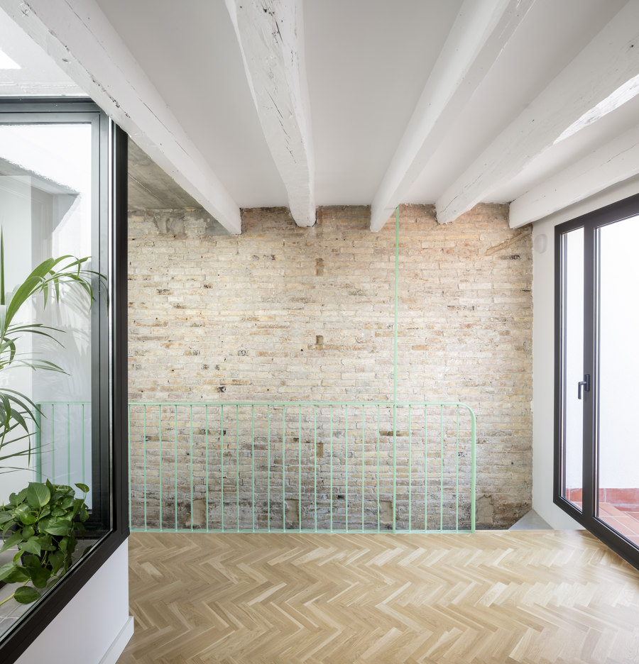 Casernes House by Cavaa Arquitectes   Living space