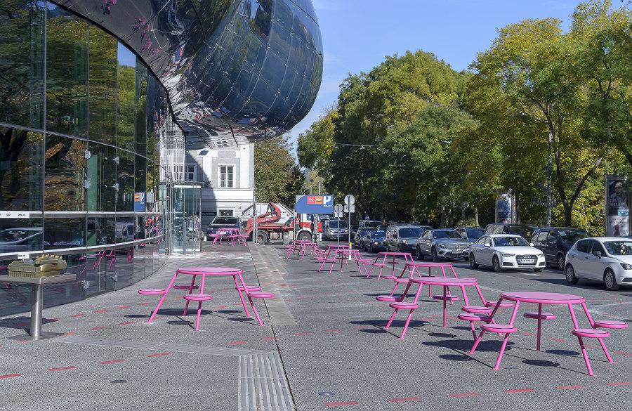 Forecourt of Kunsthaus Graz by Topotek 1 | Public squares
